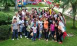 Grupo de Estudiantes de Derecho junto a los niños de la casa Rosada